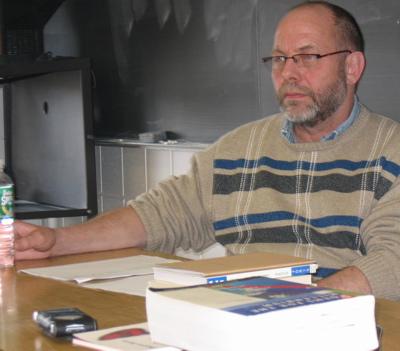 Poet Pierre Joris visits UMaine classroom